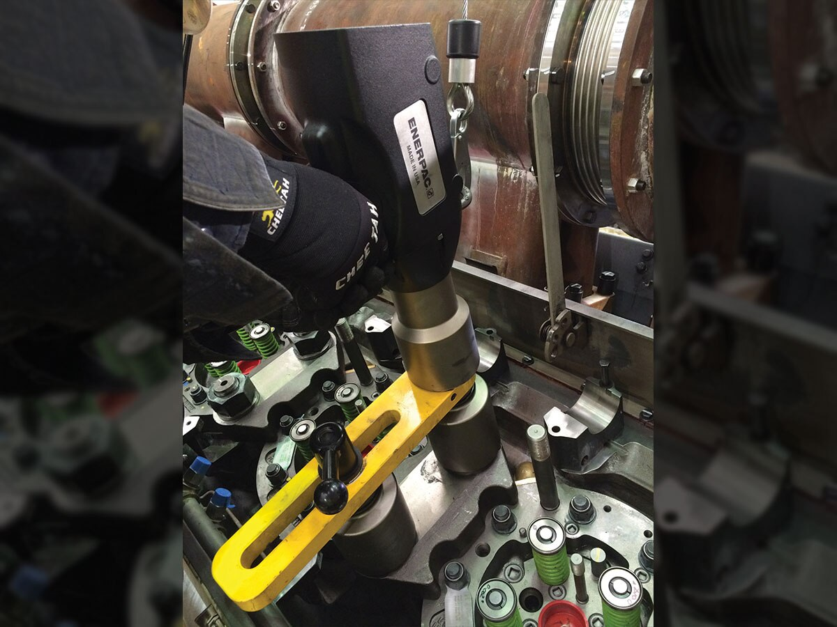 Torquing Crab Bolts On Emd Engines With An Electric Torque