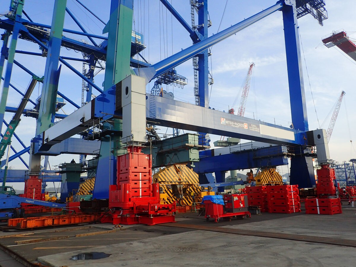 Extending the Height of a Container Crane with a Jack-Up